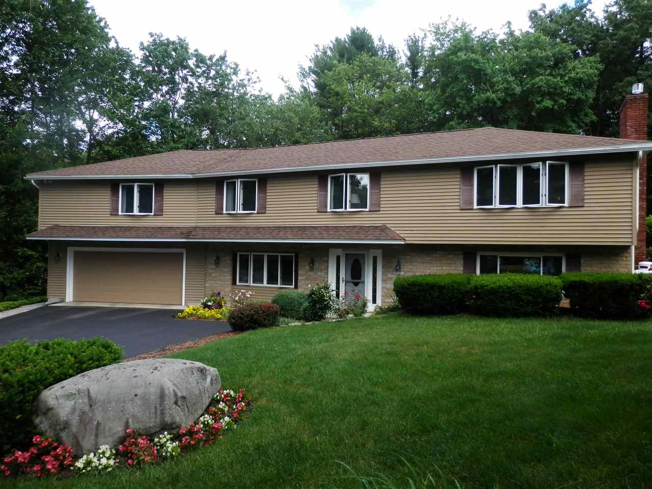 Photo of 2 McKinley Avenue Londonderry NH 03053
