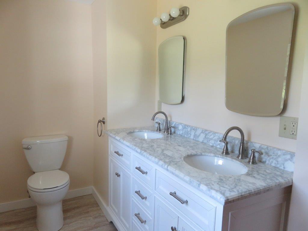 Double Sinks 13929508