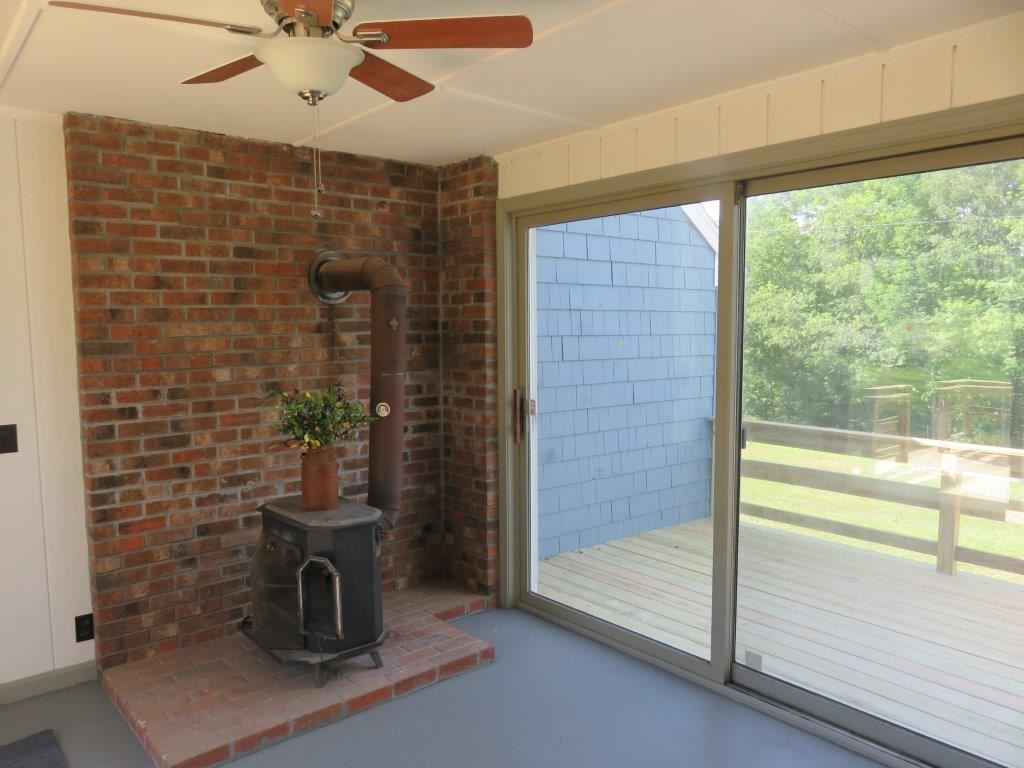 Woodstove Included 13929516