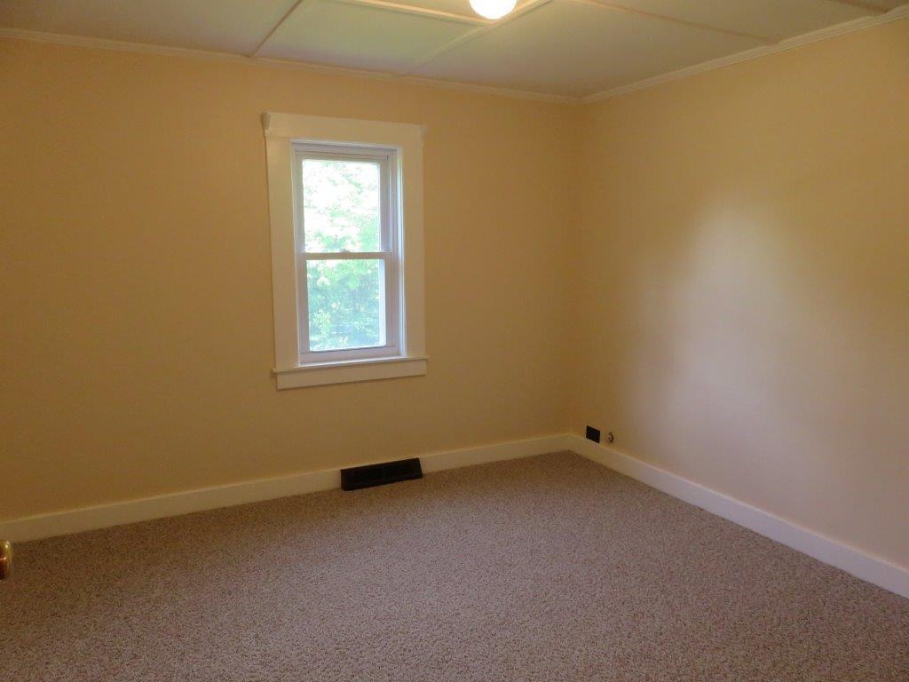 Bedroom 13929519