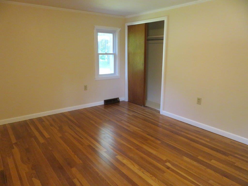 Bedroom 13929522
