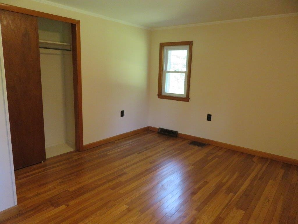 Bedroom 13929523