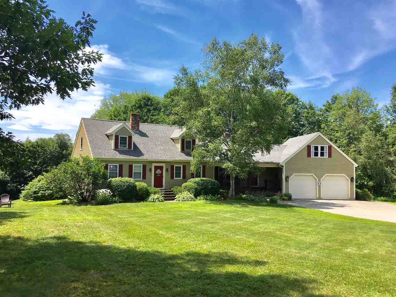 MLS 4766992: 185 Meredith Center Road, Meredith NH