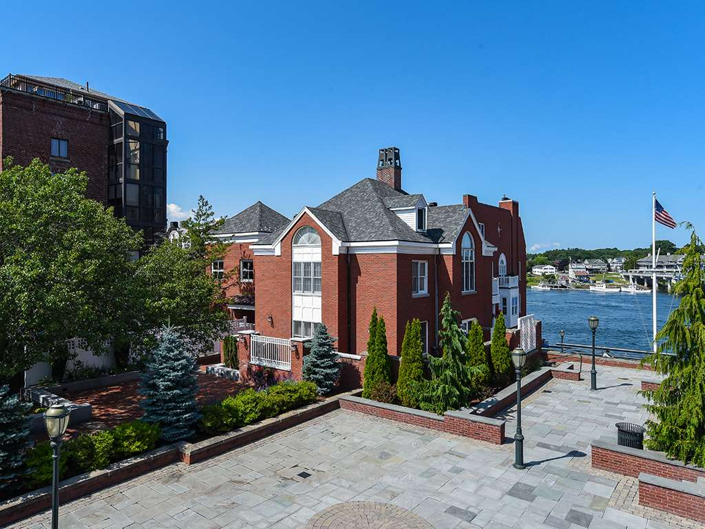 Photo of 135 Bow Street Portsmouth NH 03801