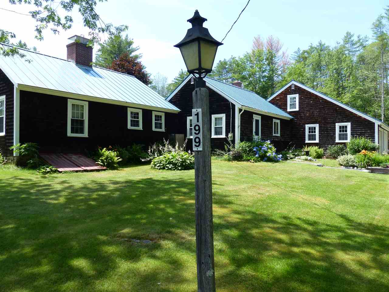 SANDWICH NH Home for sale $335,000