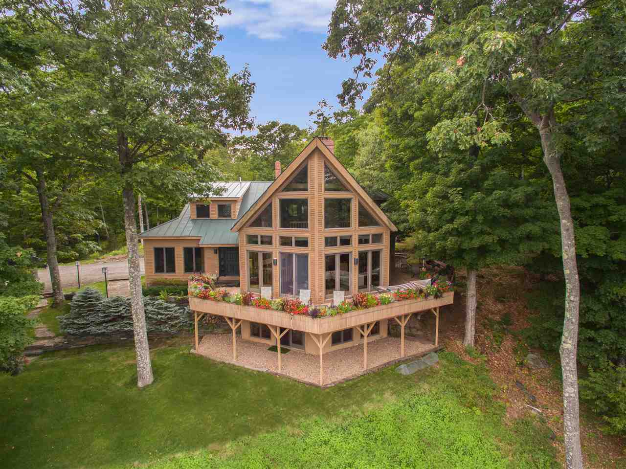 VILLAGE OF QUECHEE IN TOWN OF HARTFORD VT Home for sale $$895,000 | $249 per sq.ft.