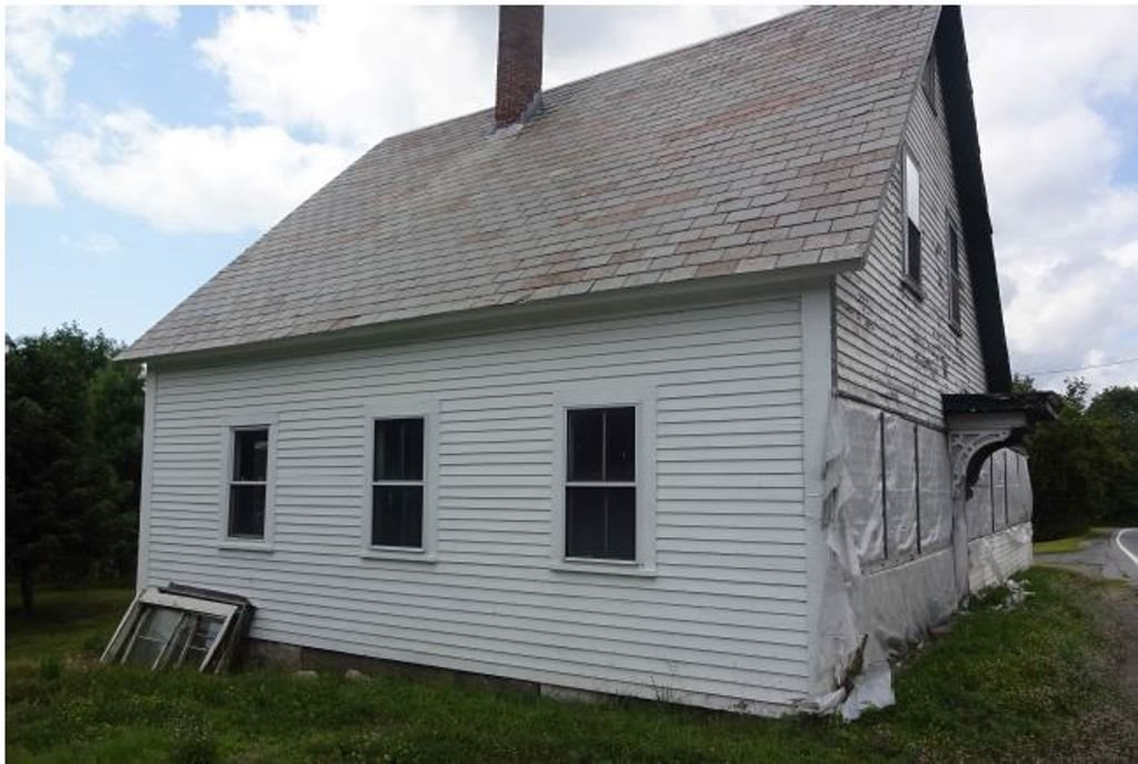 ENFIELD NH Home for sale $$45,400 | $31 per sq.ft.