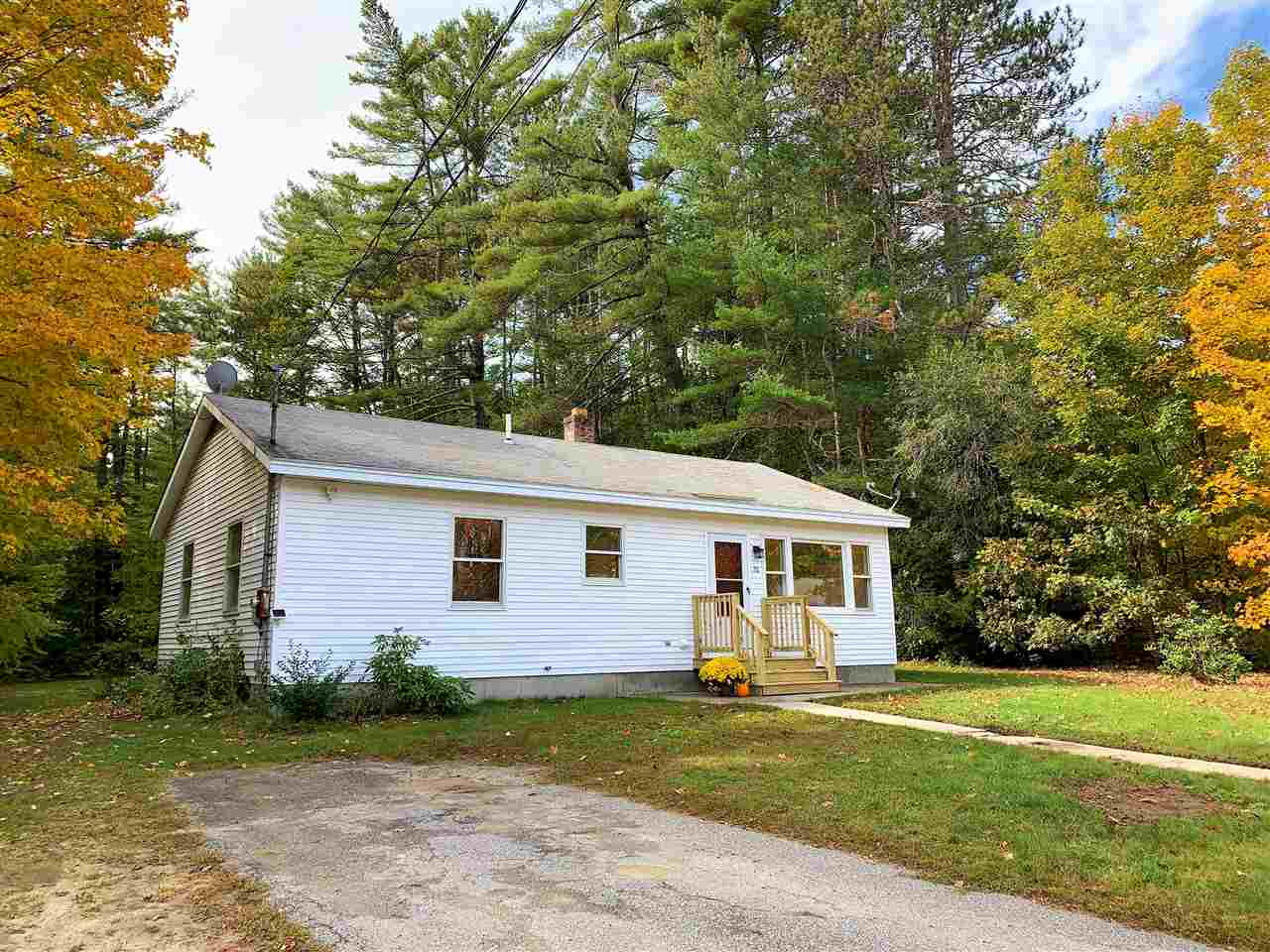 MLS 4780853: 28 New Chester Road, Hill NH