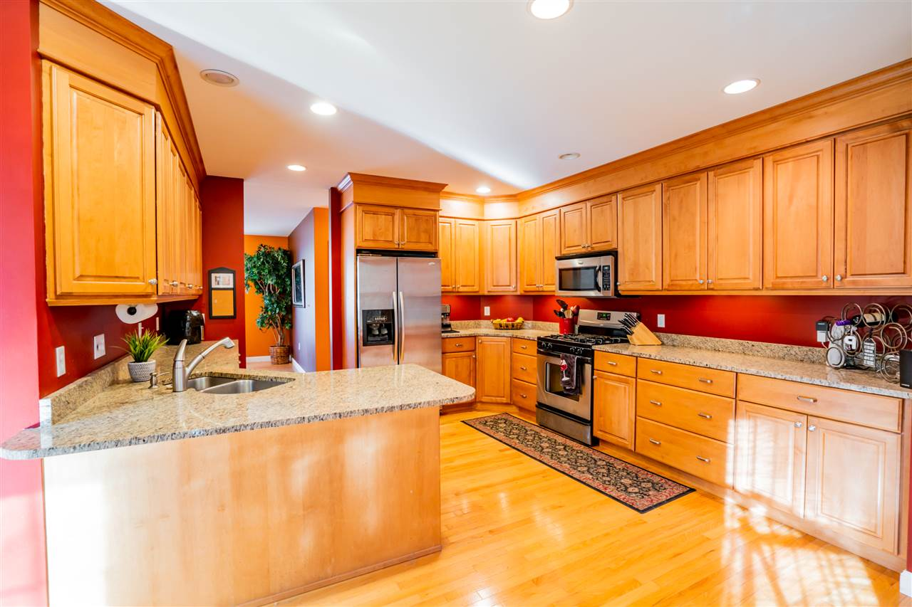 MANCHESTER NHHome for sale $$525,000   $256 per sq.ft.