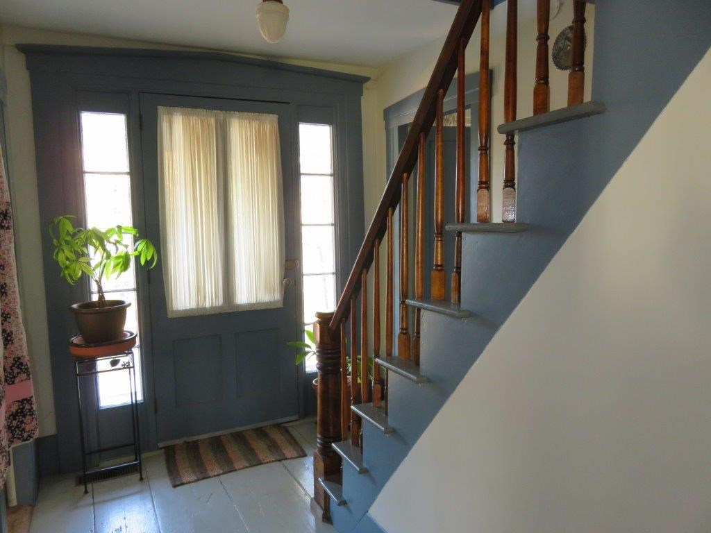Front Foyer 14600873