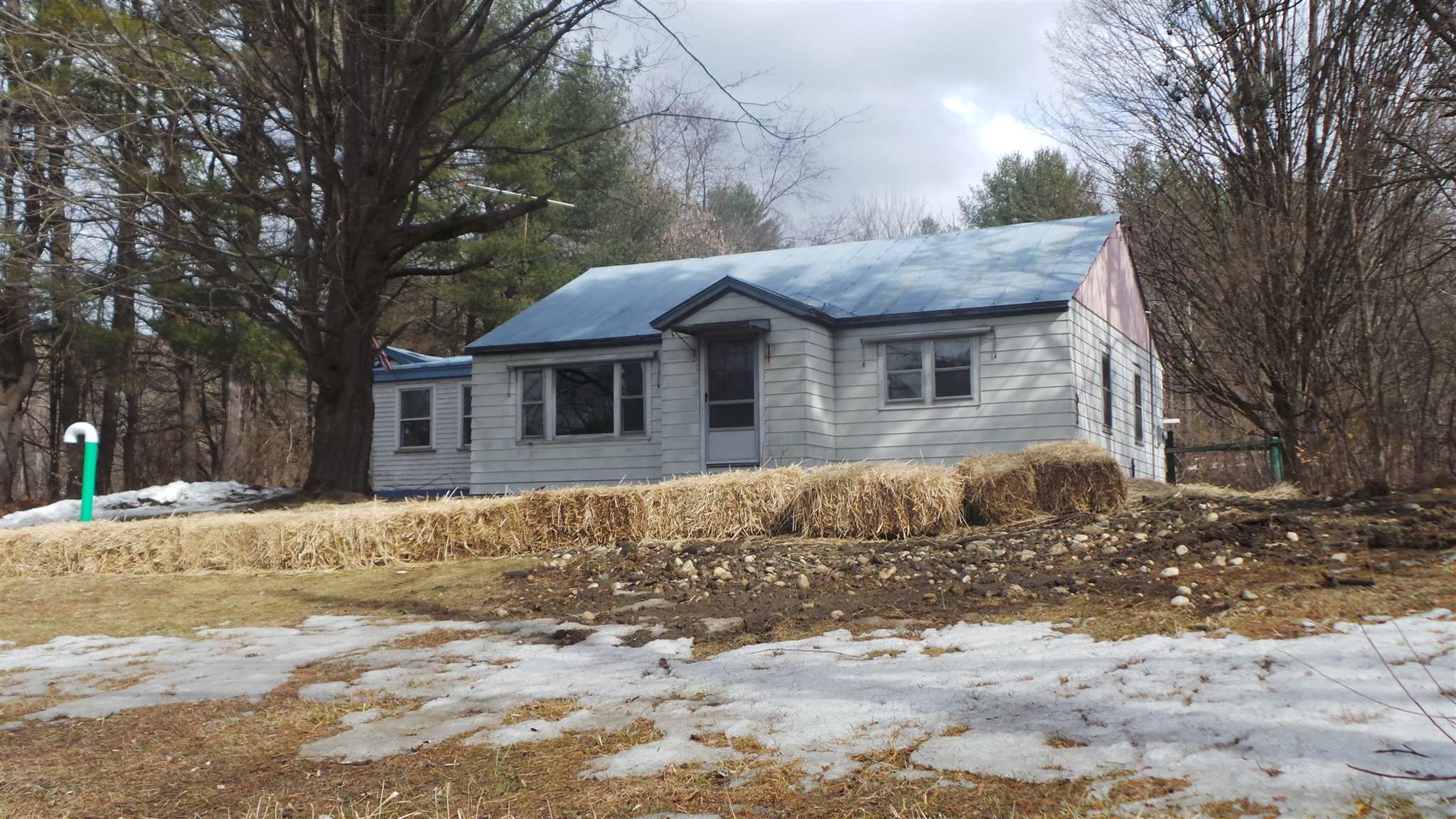 HARTFORD VT Home for sale $$134,900 | $121 per sq.ft.