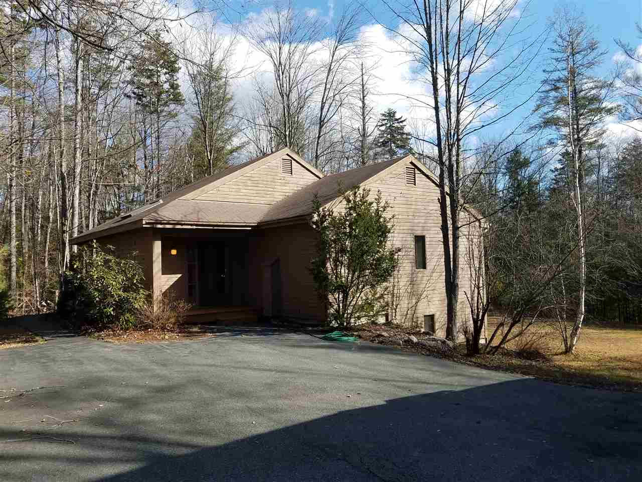 MLS 4786766: 50 Greensward Drive, Grantham NH