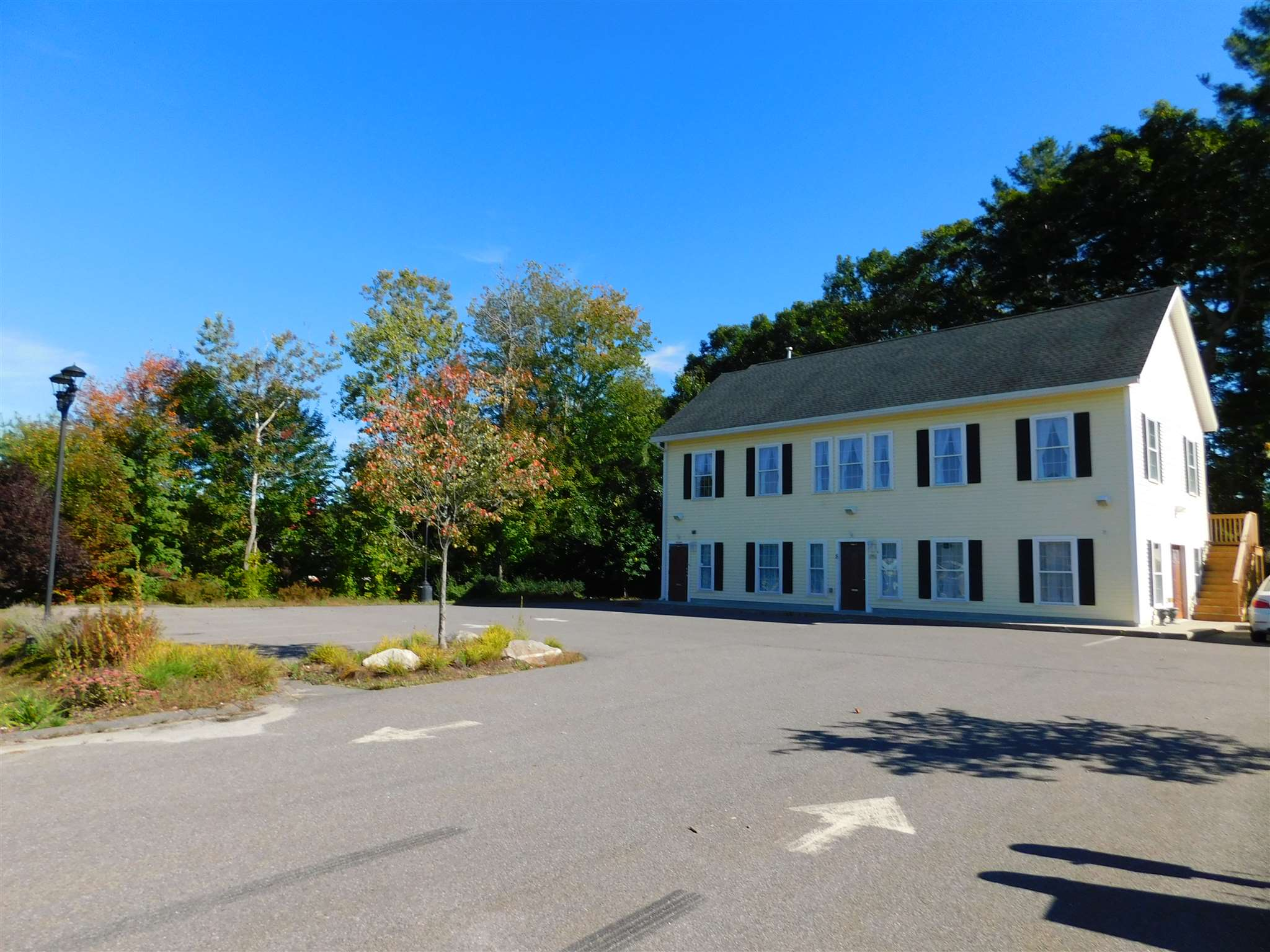 MLS 4792190: 8 mohawk Drive-Unit ( 1st/2nd floor  C-679), Londonderry NH