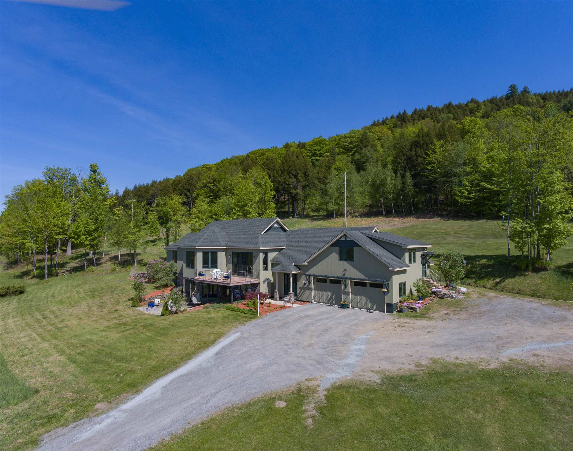 HARTFORD VT Home for sale $$784,500 | $307 per sq.ft.
