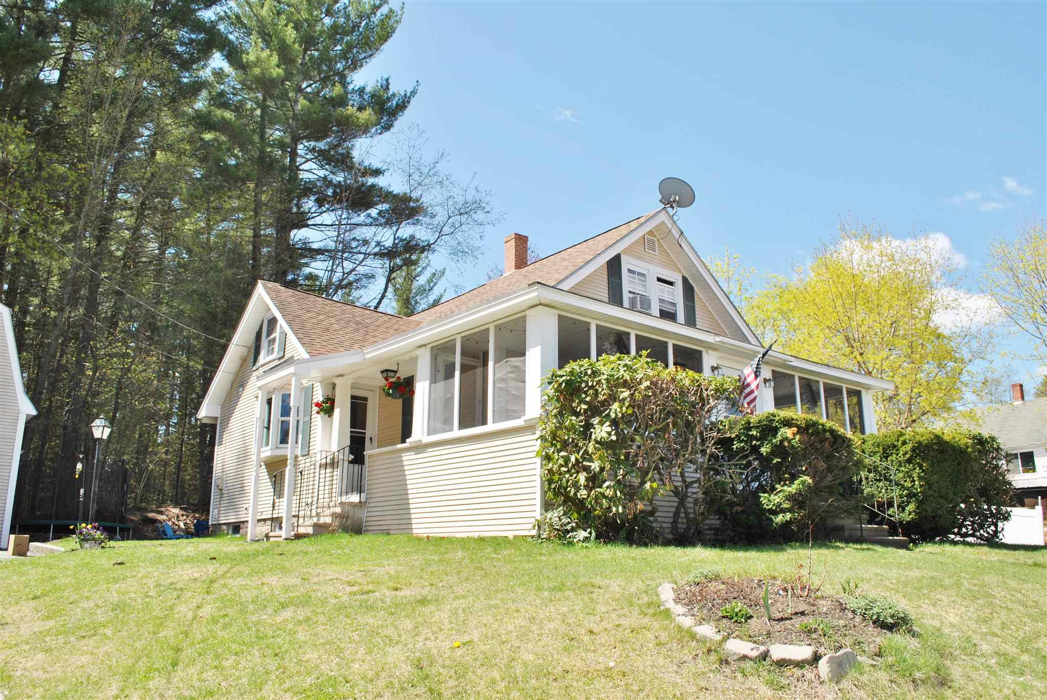 MLS 4792635: 6 Smith Street, Milford NH