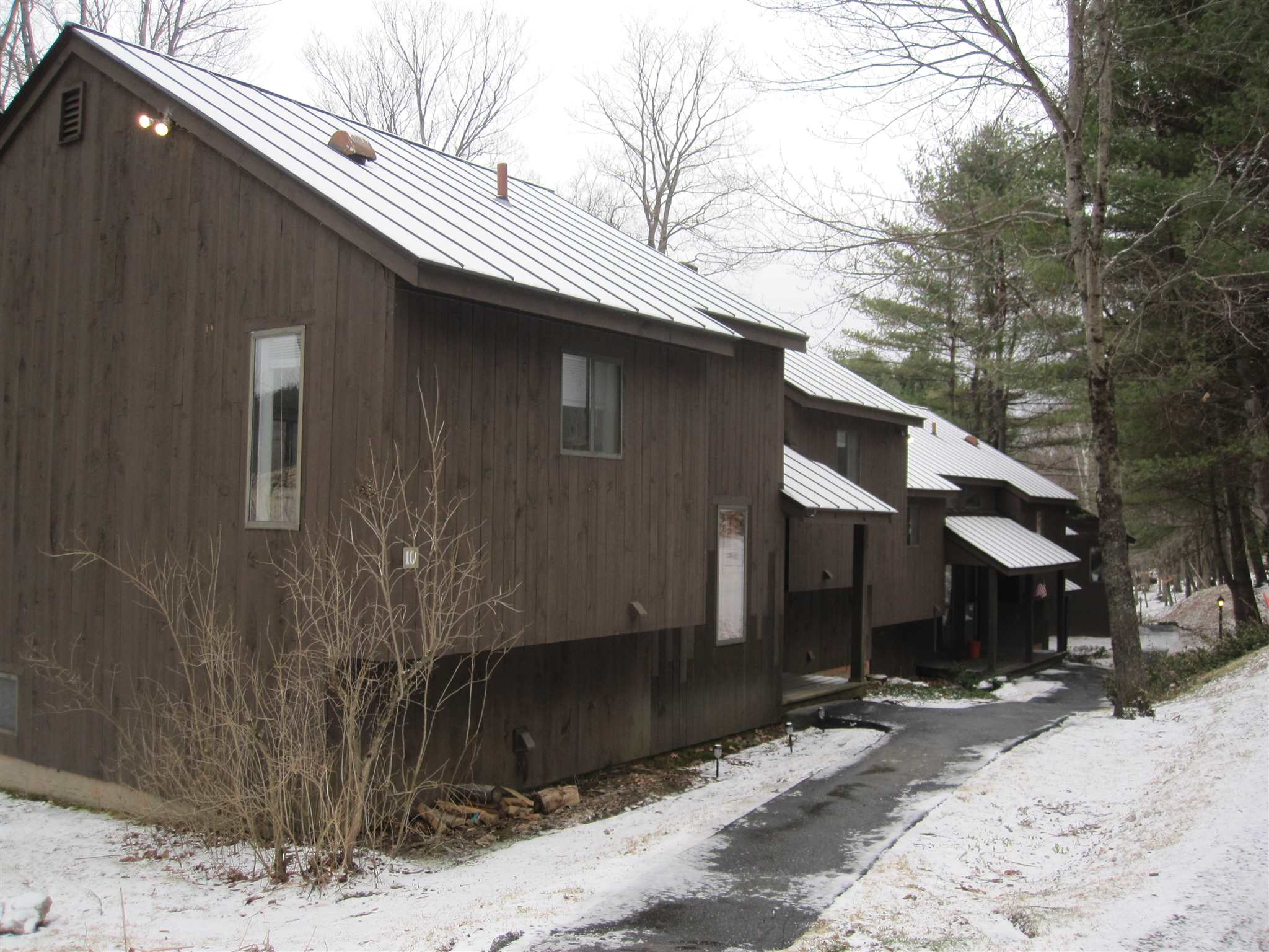 VILLAGE OF QUECHEE IN TOWN OF HARTFORD VT Condo for sale $$85,000 | $147 per sq.ft.