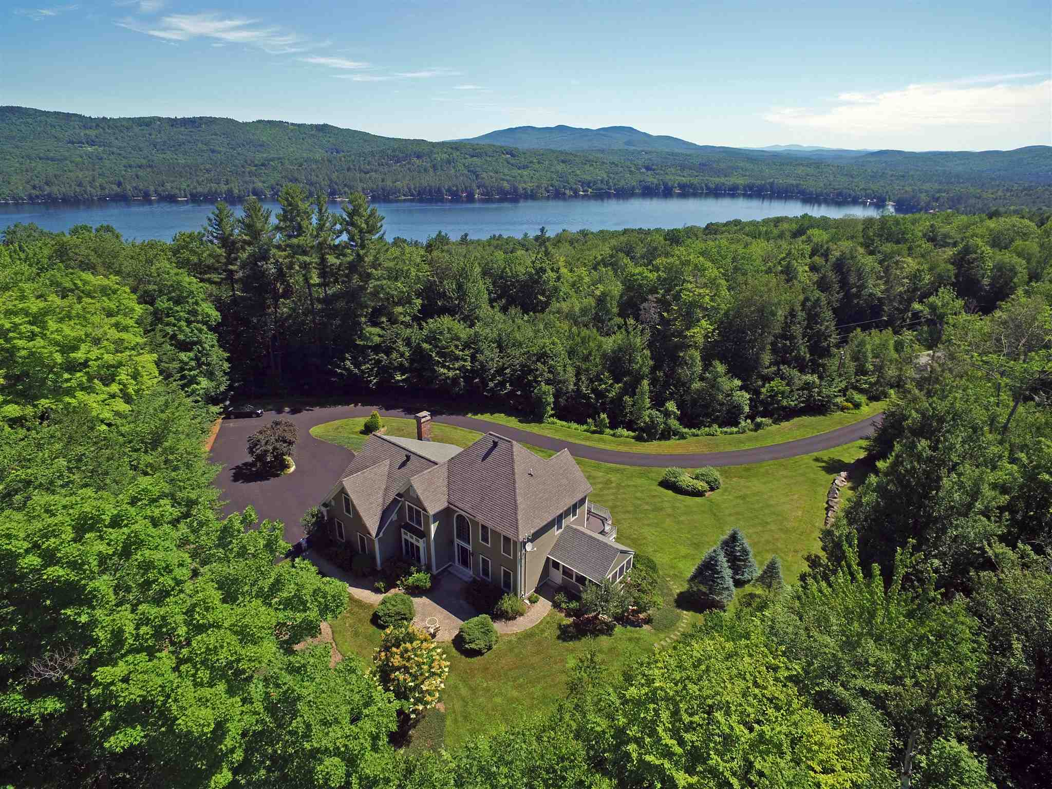 NEW LONDON NH Home for sale $$799,000 | $307 per sq.ft.