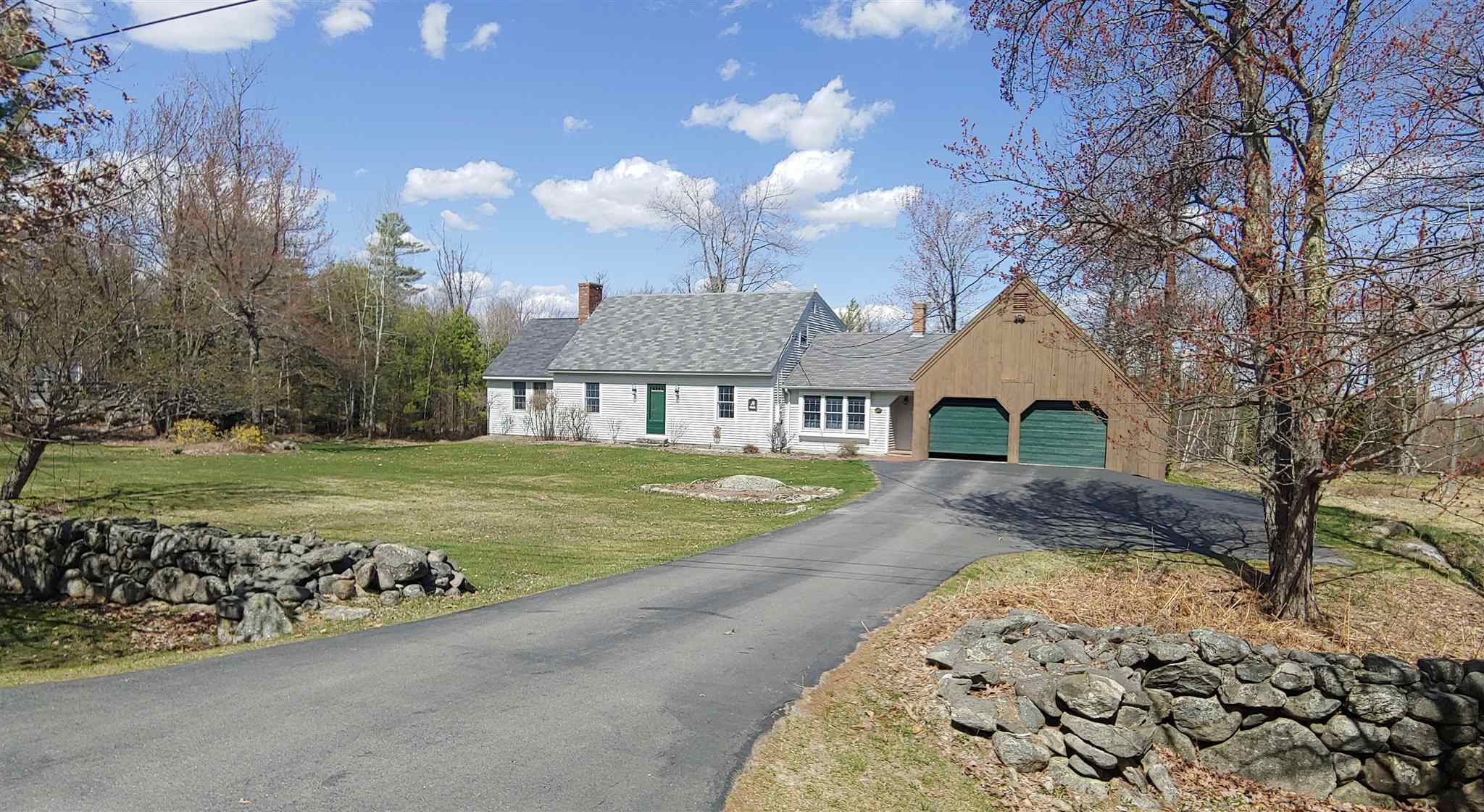 NEW LONDON NH Home for sale $$449,000 | $185 per sq.ft.