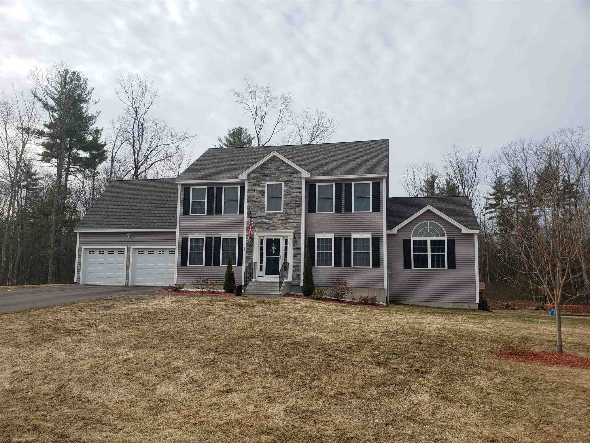 MLS 4797228: 19 Hamel Circle, Litchfield NH