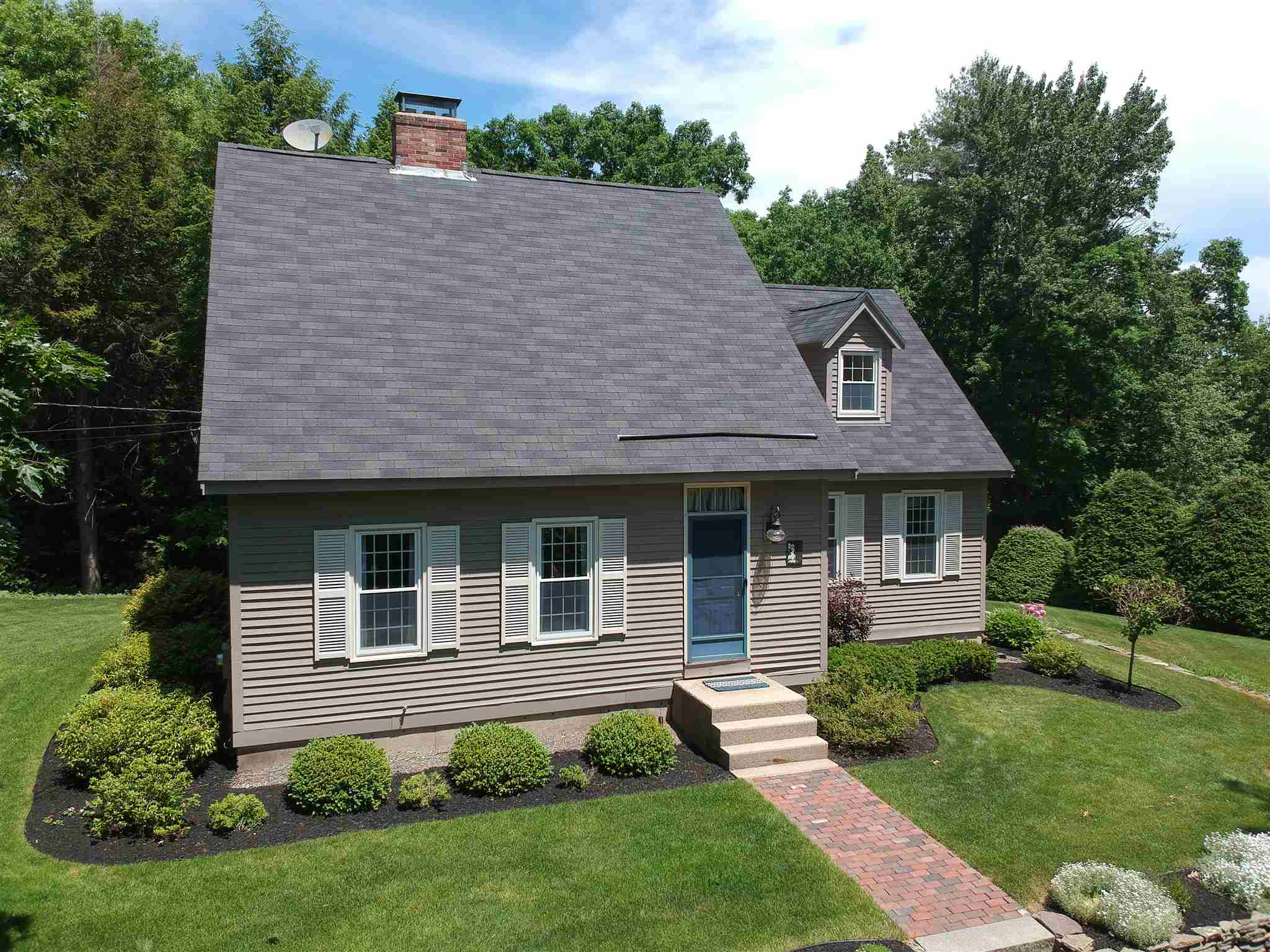 Photo of 13 Woodland Drive Londonderry NH 03053