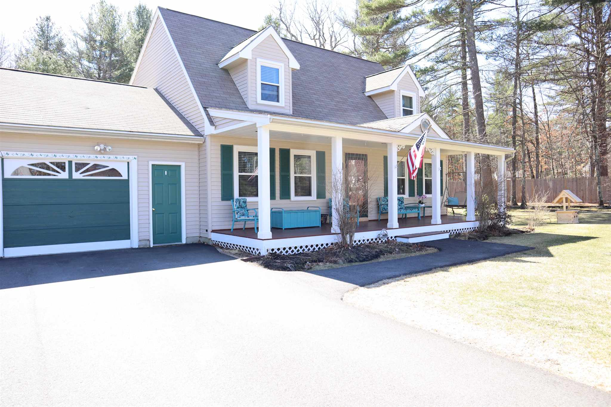 MLS 4799270: 27 Wren Street, Litchfield NH