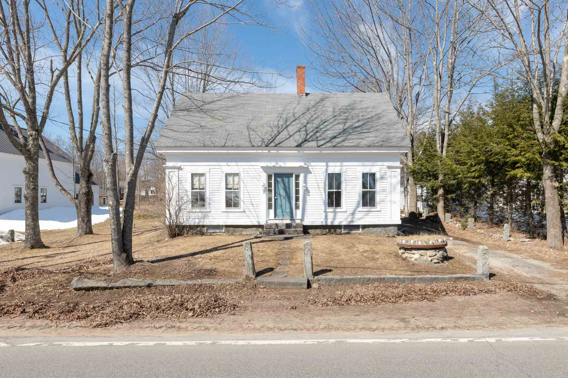 SANDWICH NH Home for sale $349,500