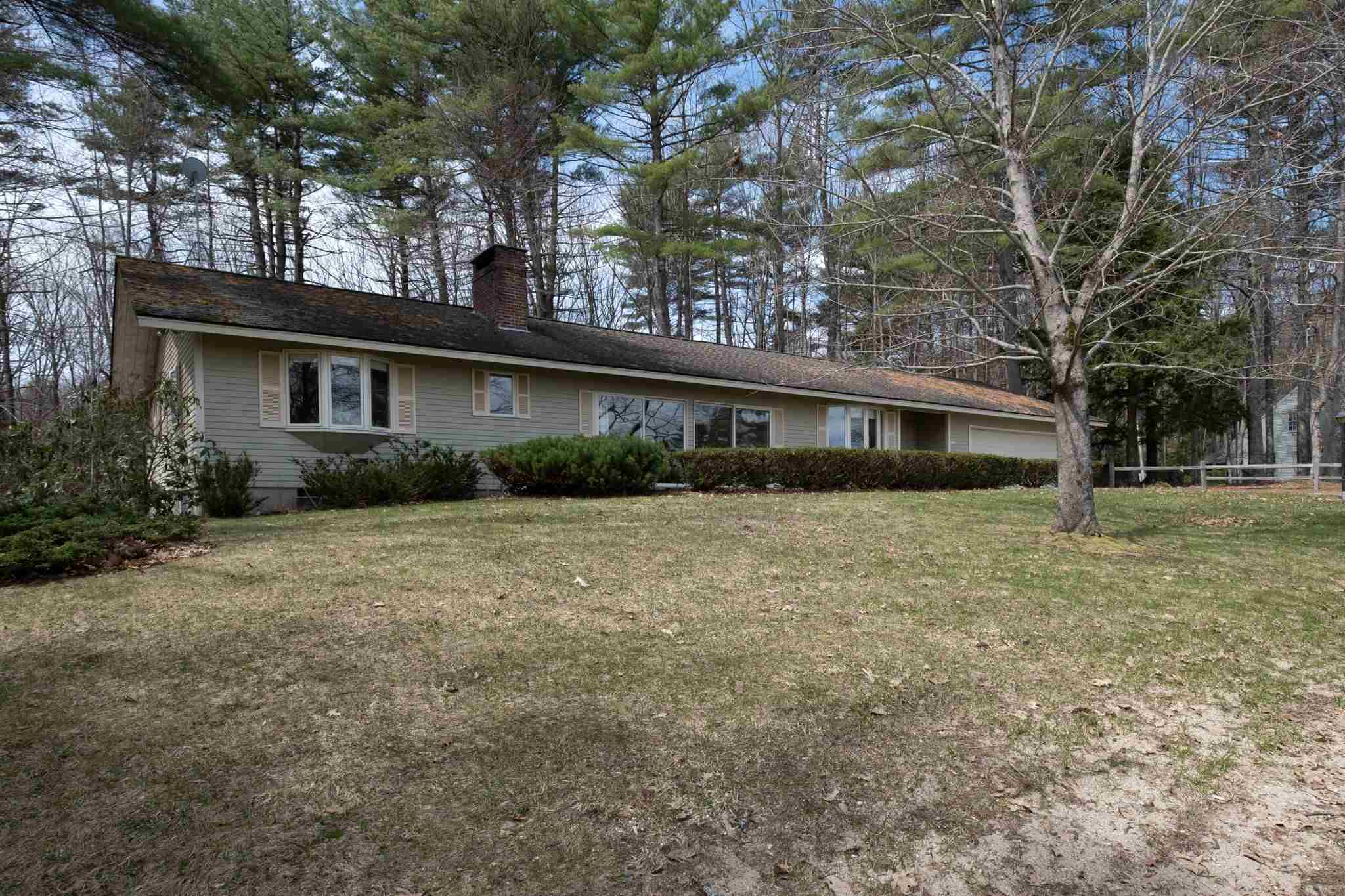 CENTER HARBOR NH Home for sale $349,000