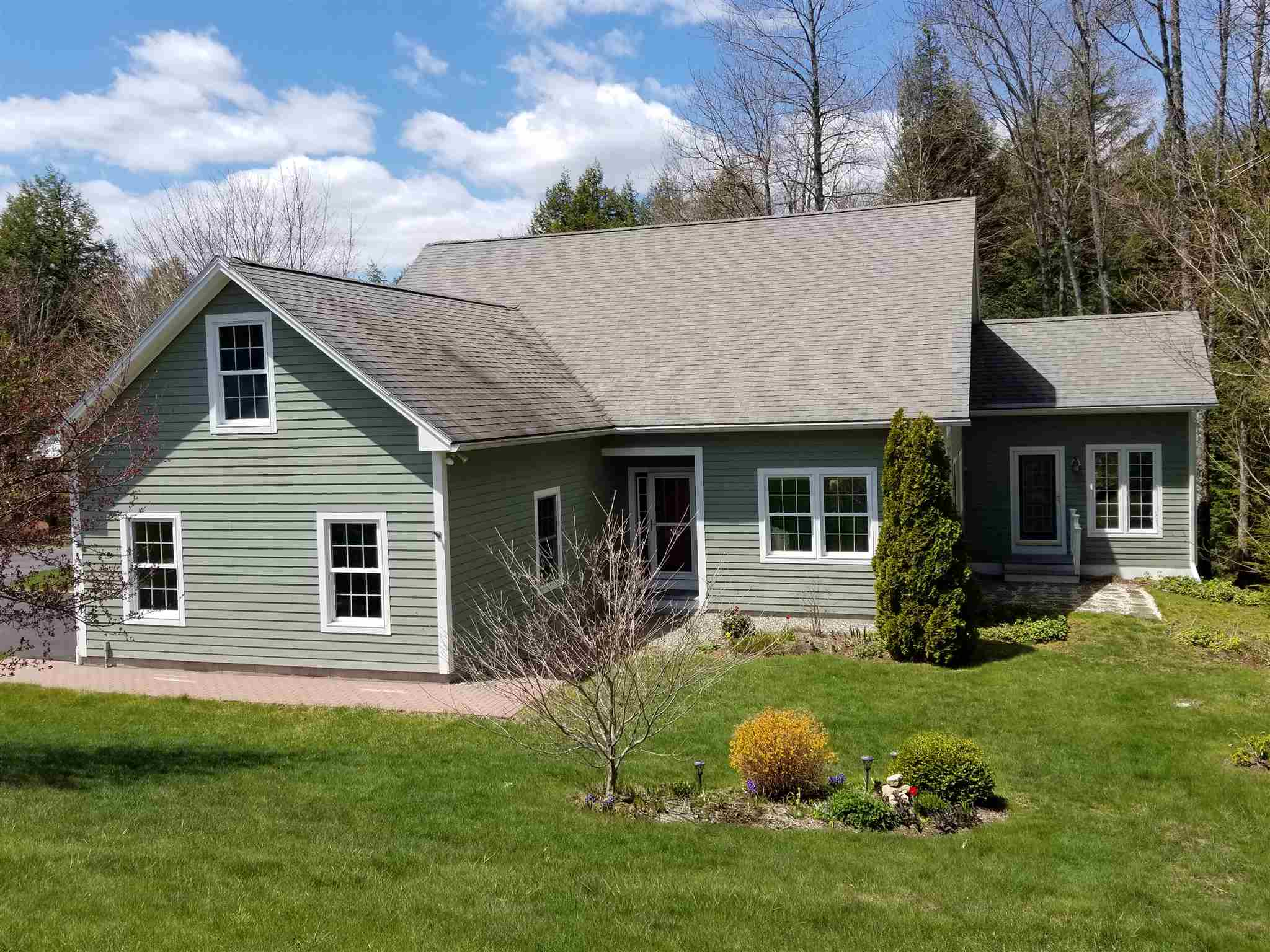 NEW LONDON NH Home for sale $$459,000 | $214 per sq.ft.
