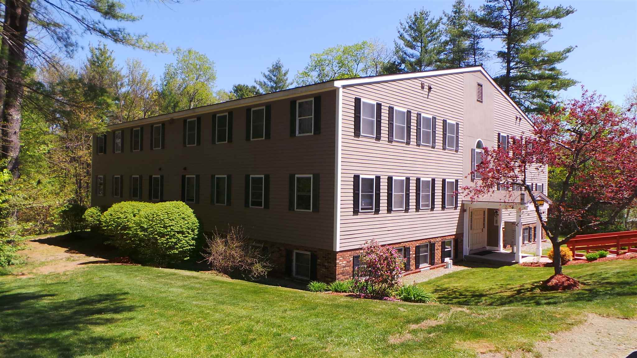 HARTFORD VT Condo for sale $$114,000 | $123 per sq.ft.