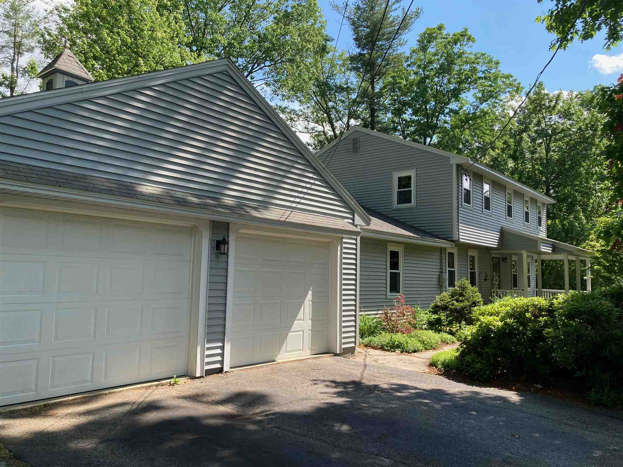 MLS 4808756: 4 Olde Coach Road, Derry NH