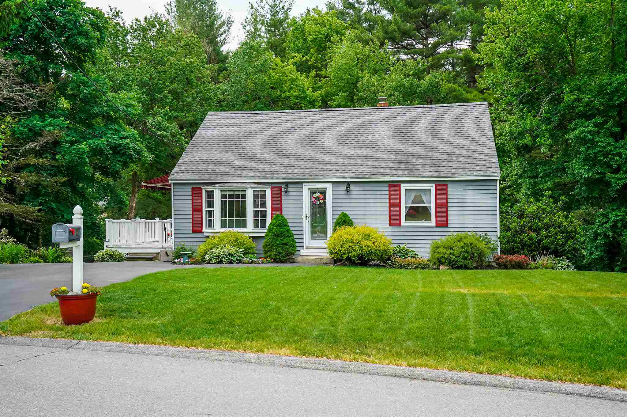 MLS 4808777: 16 Sunset Avenue, Derry NH