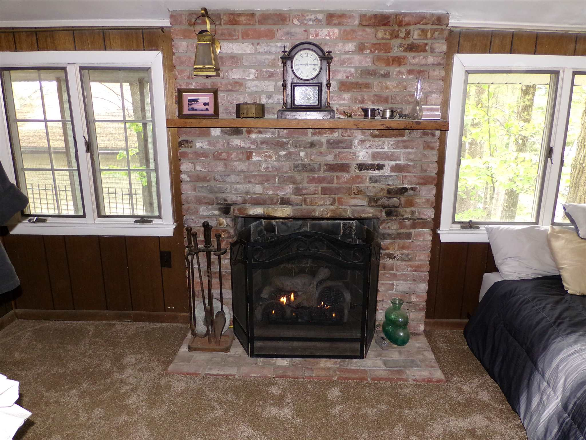 Gas fireplace 15472511