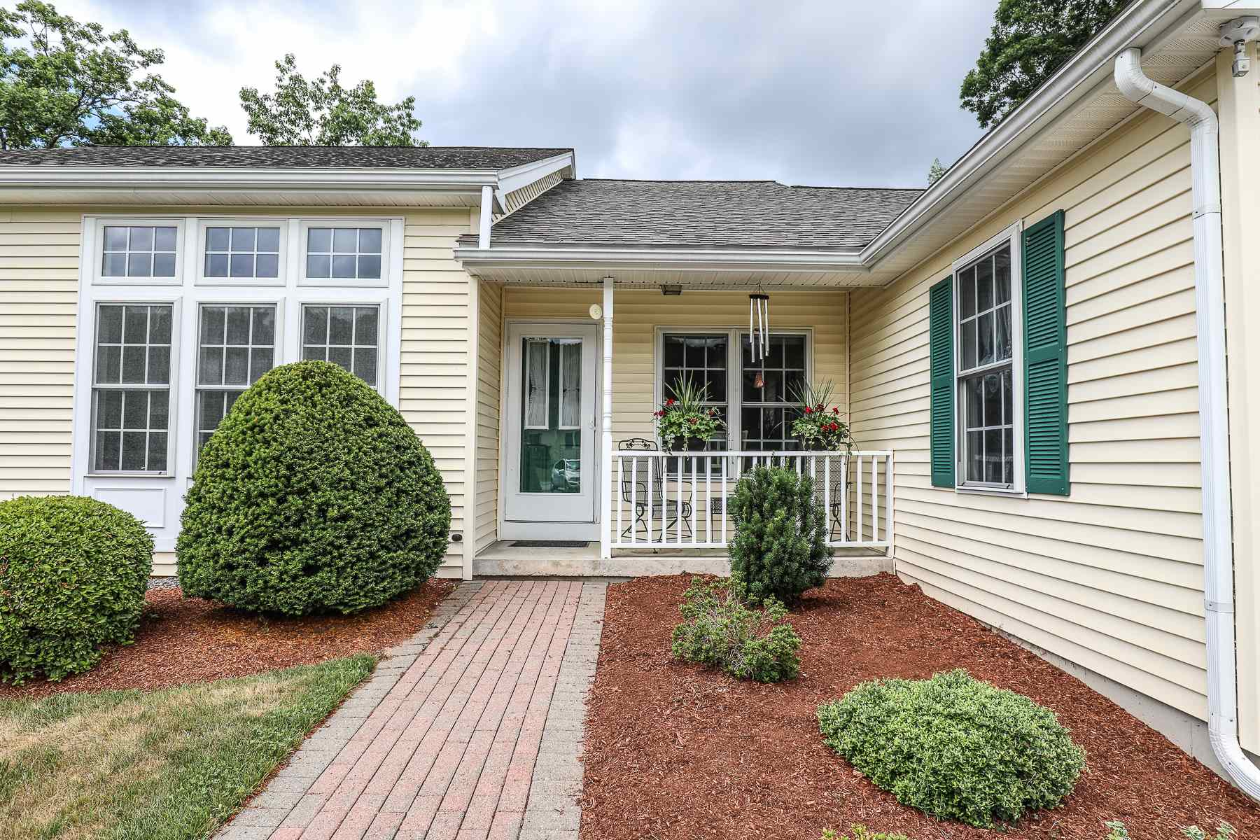 38 Lincoln Drive, Londonderry, NH 03053