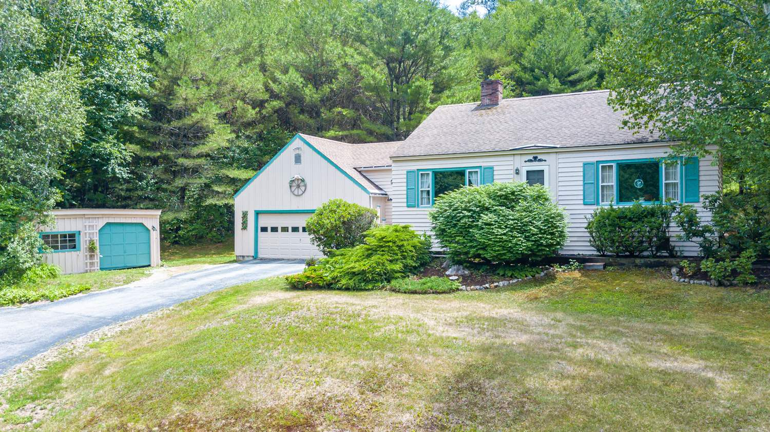 CENTER HARBOR NH Home for sale $250,000