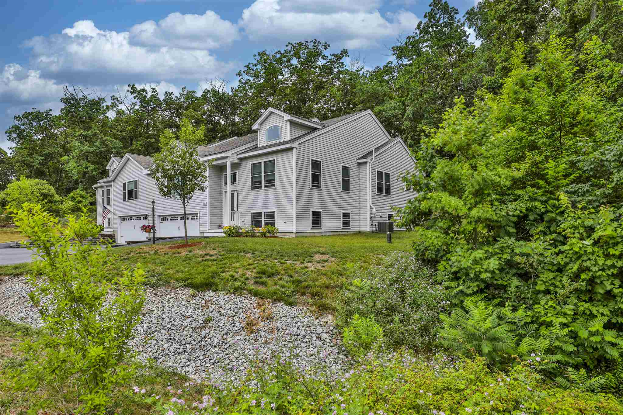 MLS 4815664: 11 Indian Hill Road-Unit R, Derry NH