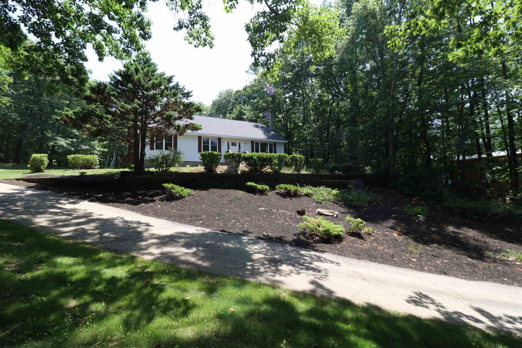 MLS 4815976: 84 Frost Road, Derry NH