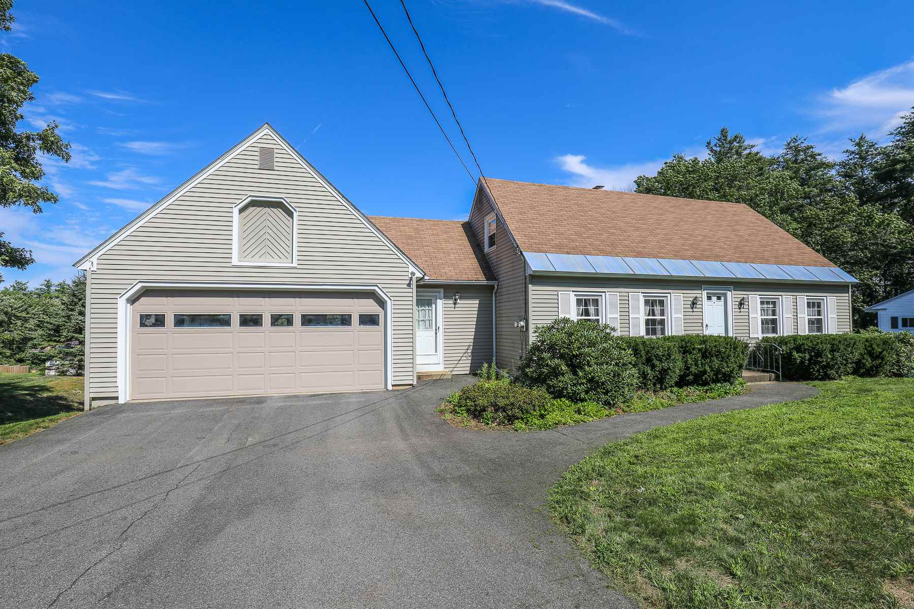 42 Hilltop Drive, Bedford, NH 03110