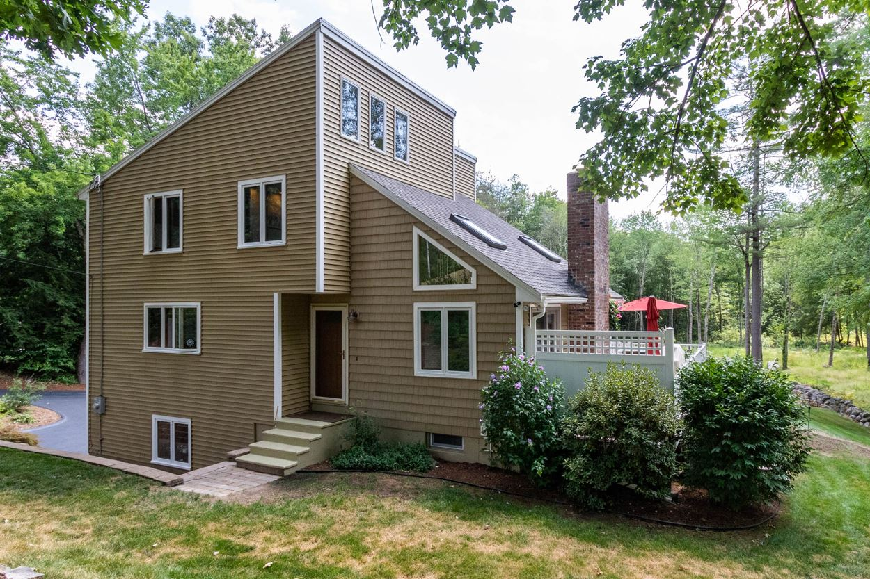 Photo of 124 Beals Road Bedford NH 03110