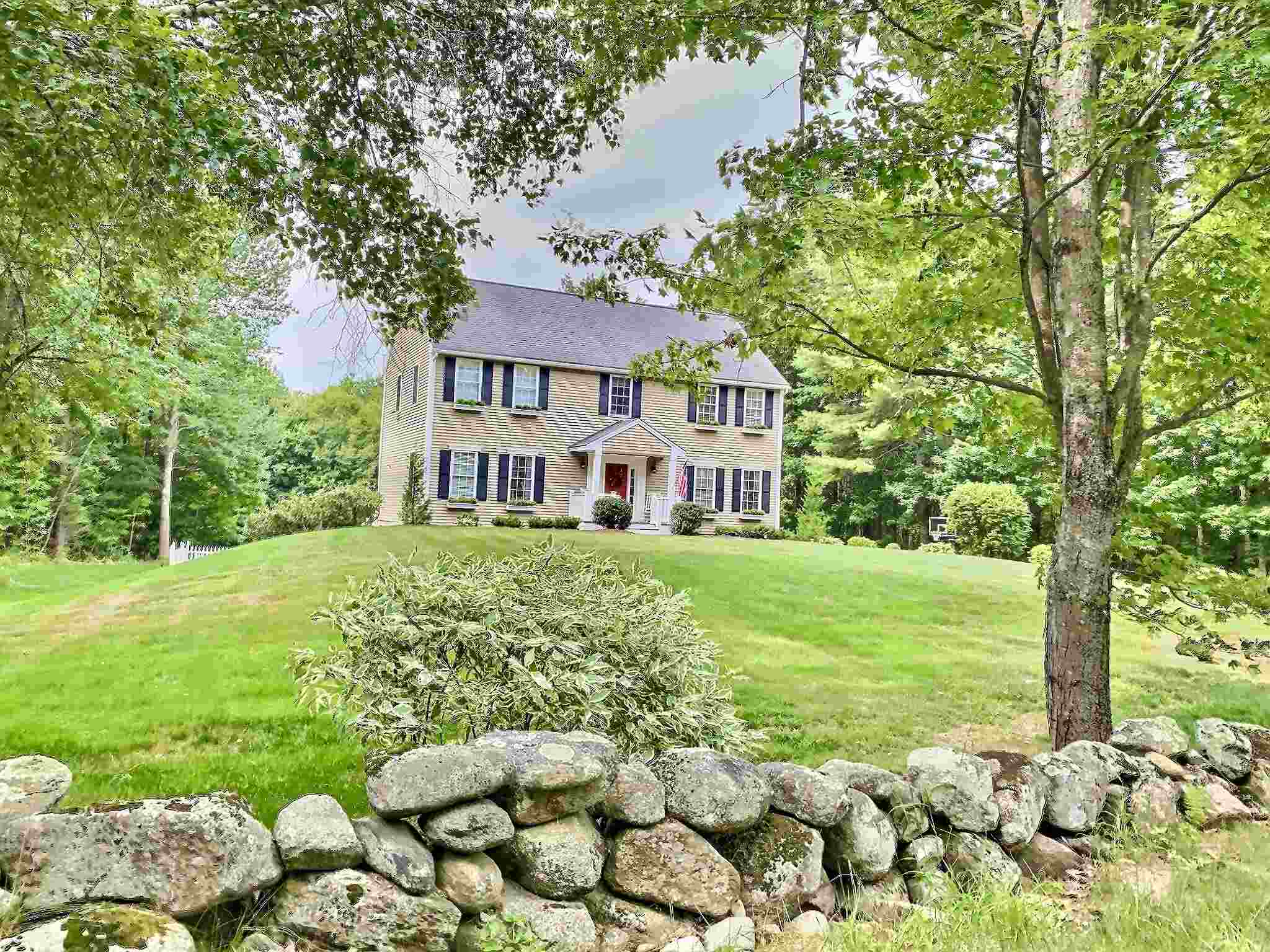 MLS 4825696: 141 Page Road, New London NH