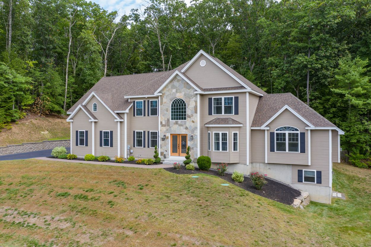 Photo of 61 Northland Road Windham NH 03087
