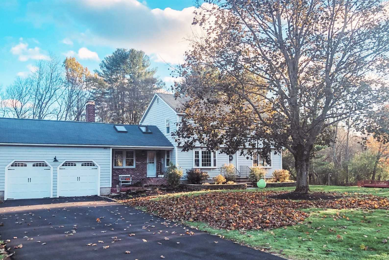 Photo of 8 Country Club Lane Plaistow NH 03865