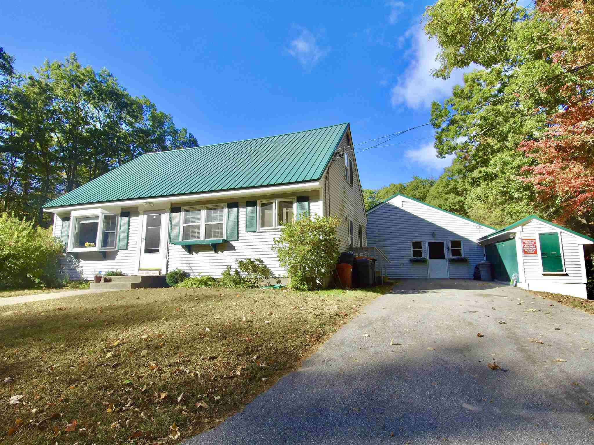 Photo of 823 Candia Road Chester NH 03036