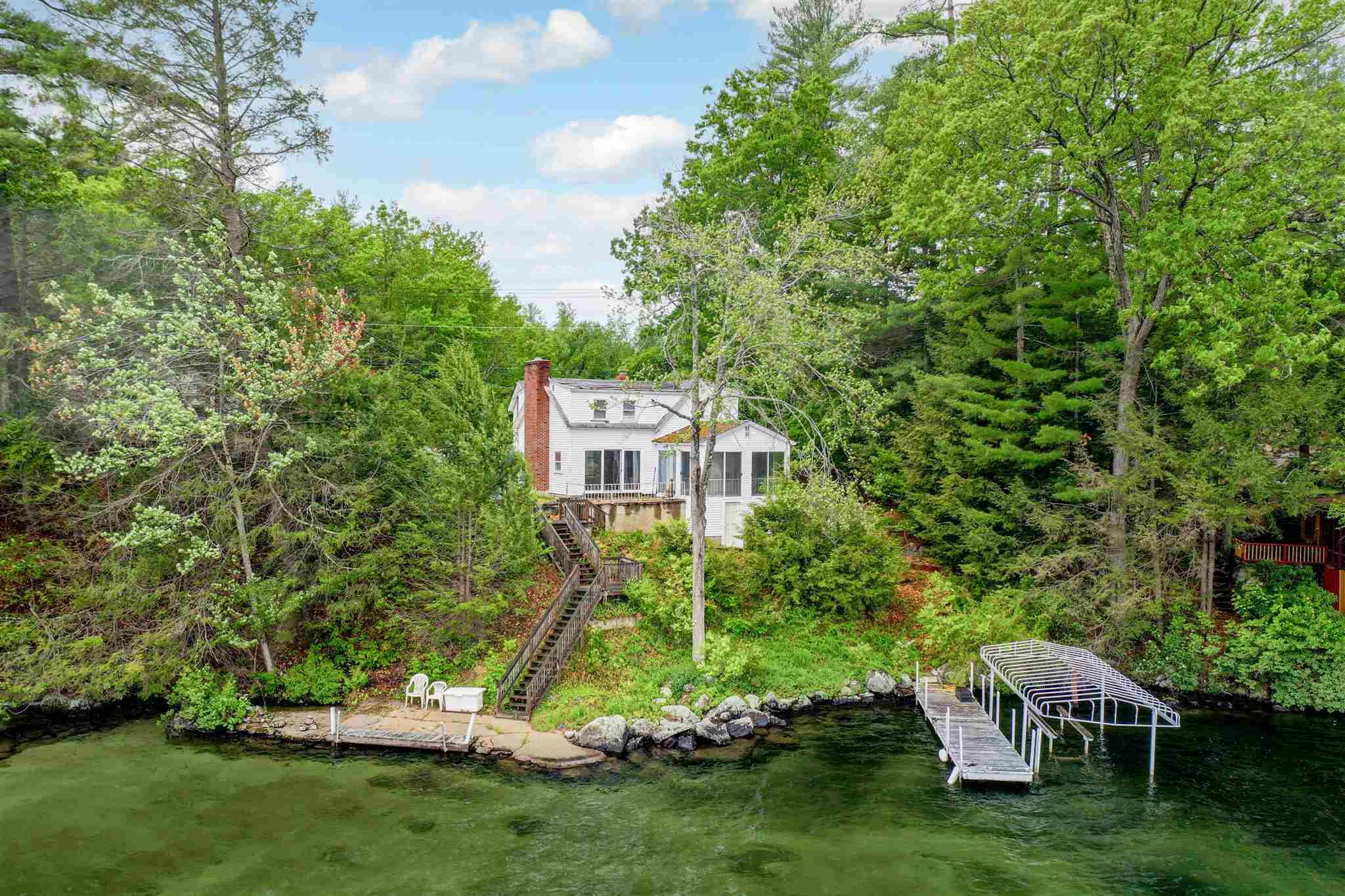 ALTON NHLake House for sale $$1,290,000 | $940 per sq.ft.