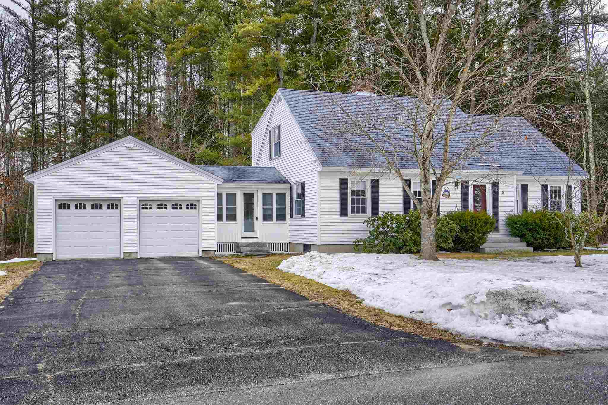 Photo of 5 Hermsdorf Avenue Goffstown NH 03045