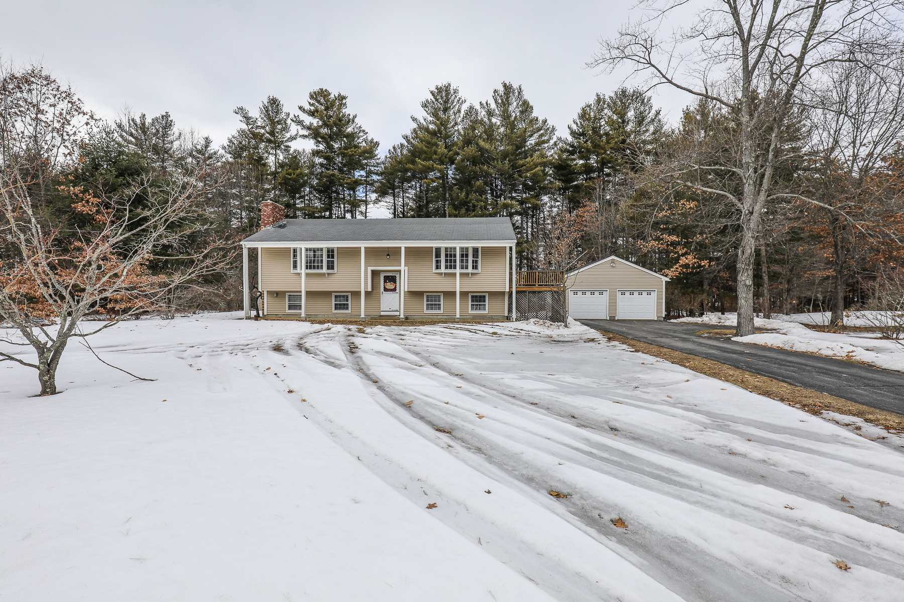Photo of 12 Forest Lane Litchfield NH 03052