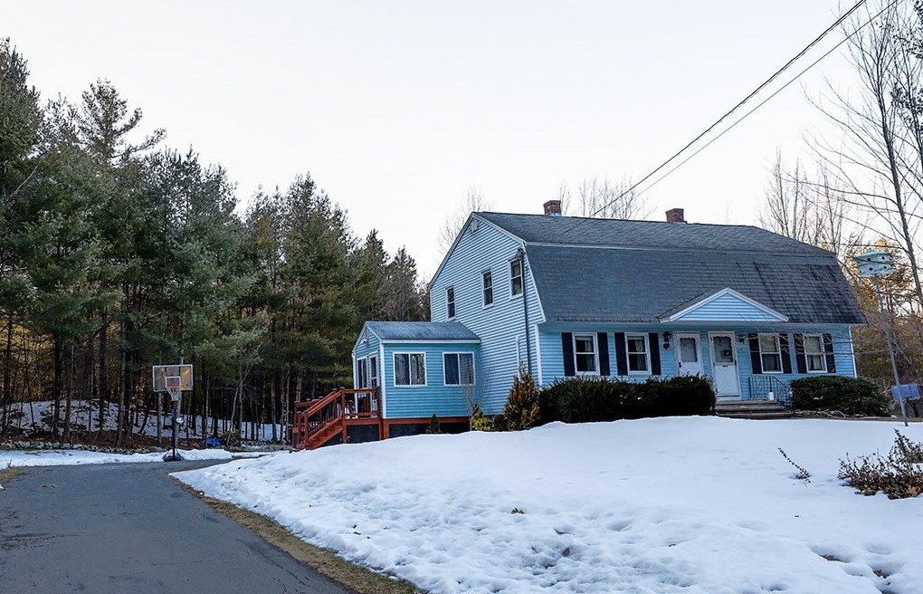 MLS 4849578: 82 Porcupine Circle, Salem NH