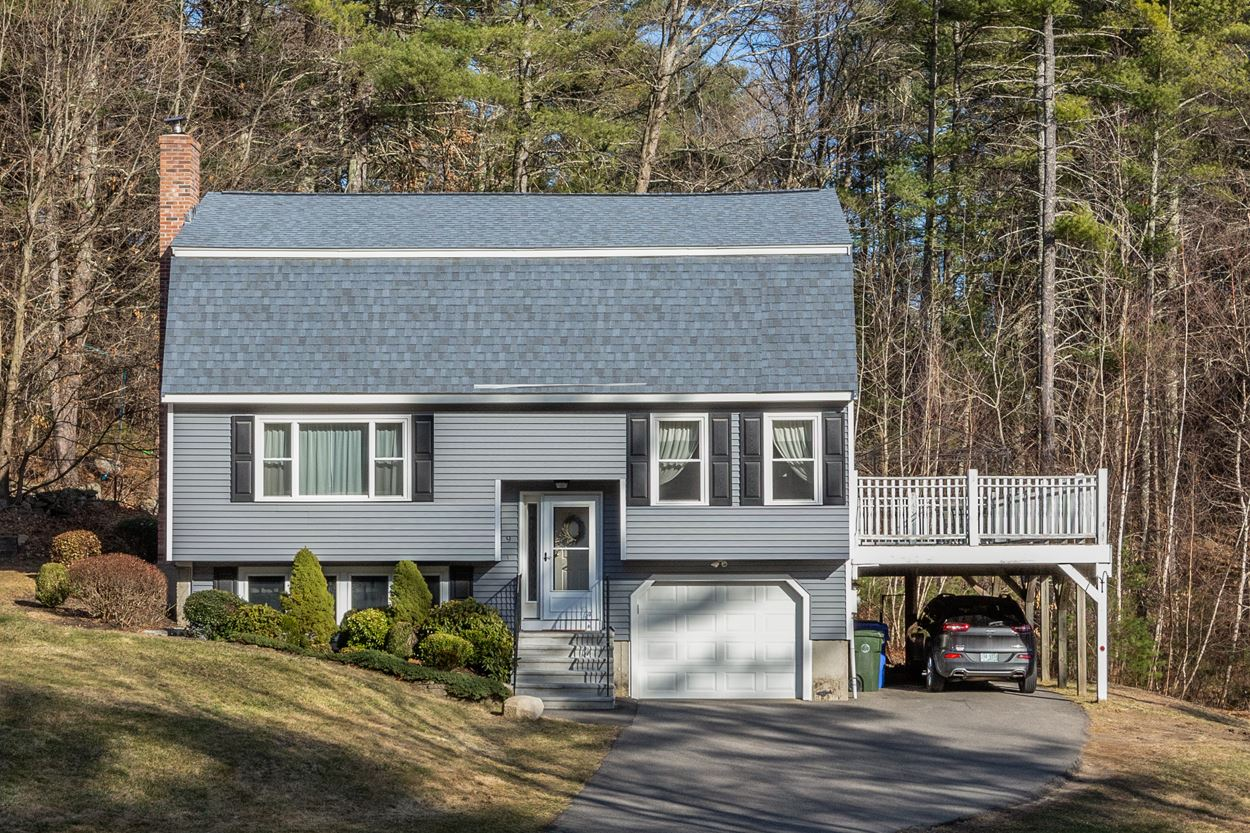 Photo of 9 Pine Hollow Drive Londonderry NH 03053