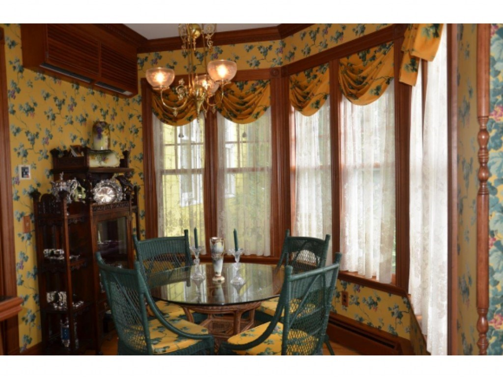 Breakfast Room 16836845