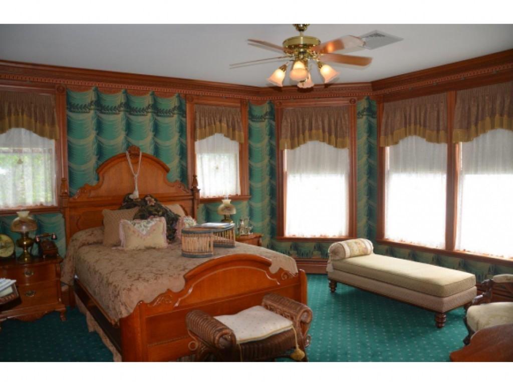 Guest Bedroom 16836848