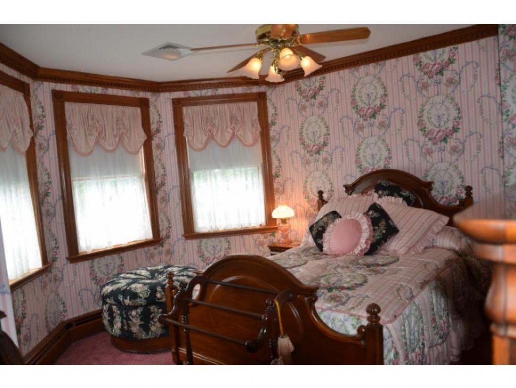 Guest Bedroom 16836849
